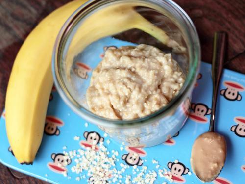 Express-Frühstück mit Hirse, Erdnussbutter und Banane