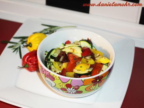 Scharfer Gemüsesalat (auch als Pfannengemüse)
